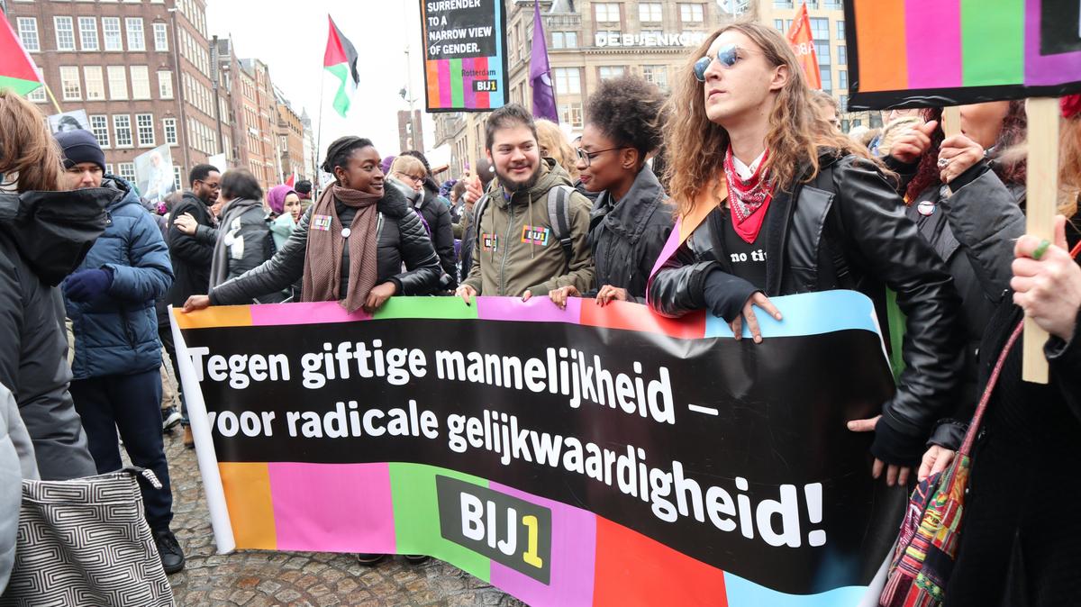 Tegen giftige mannelijkheid en voor radicale gelijkwaardigheid BIJ1 Dam protest Amsterdam