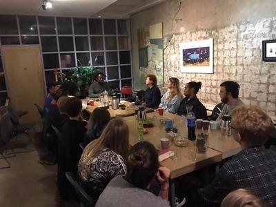 bij1komst Jeffrey Affriyie: iedereen rond een tafel