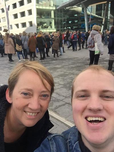 Richard en Margo van Utrecht BIJ1 bij de flashmob van de AOB
