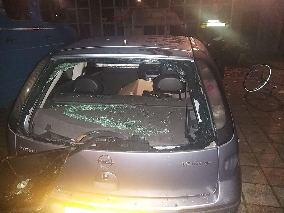 Een vernielde auto